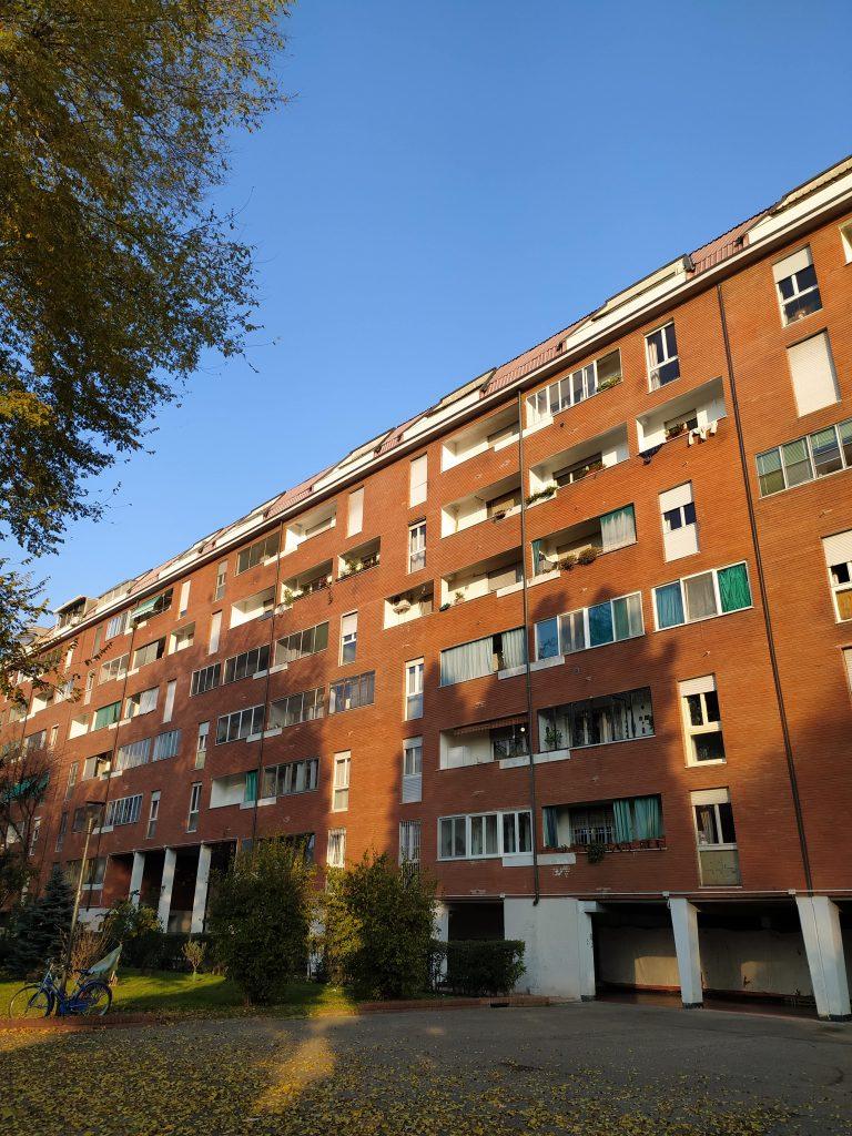 Quartiere milano sant ambrogio brutalismo